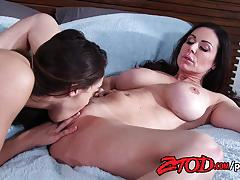 Sara luvv munches on kendra lusts moist pussy