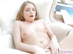 Tempting babe masturbating