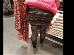 Shopper in shiny black opaque pantyhose