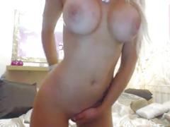 Blondine mit dicken titten vor der webcam, mehr: www.blonde-fucking.com
