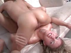 Massive squirting threesome
