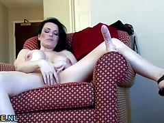 Canadian milf fingering herself