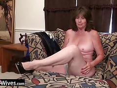 Mature amateur toys her ass
