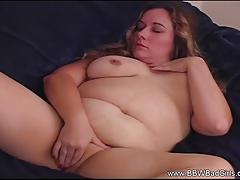 Horny bbw fingers her warm pussy