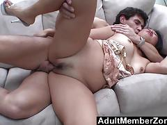 Dude makes her squirt