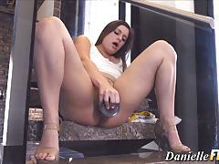 Amateur loves her huge dildo