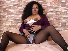 Curvy mature masturbation