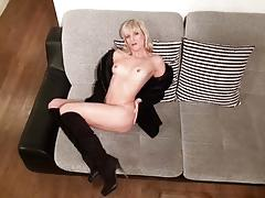 Blonde amateur dildo fucks her warm pussy