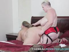 Bbw bunny drills ssbbw swtfreak with her big fat strap on dildo