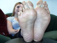 Bare foot & jamie big feet