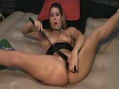Wild wife dildoing her hot swuirting pussy