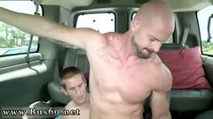 Straight guy bangs a muscular hunk for cash