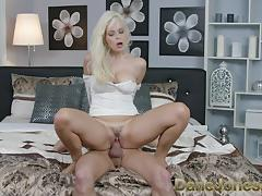 Hot fuck for sexy blonde