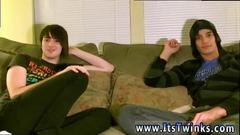 Horny twinks love kissing on the sofa