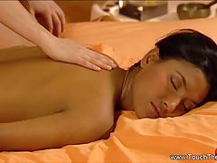 A relaxing massage of lesbian hotties