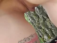 Inked amateur milf mit dicken tiiten beim spontanen outdoor ficken