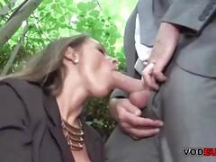 Brunett milf im freien anal gefickt