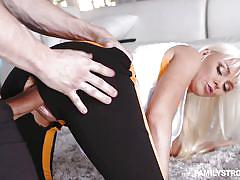 Blonde yoga babe rips her tights, revealing her cunt