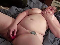 Curvy amateur masturbating