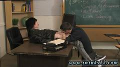 Hot twinks have kinky cock sucking session after class