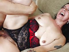 Mature miss nina hammered in the hairy muff