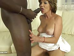 Mature amateur takes this huge dick deep in her ass