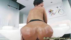 Babes massive ass shakes