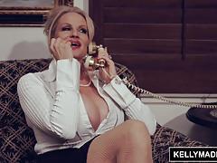 Kelly madison enjoys a solo masturbation session