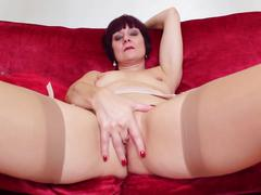 Mature mom next door makes solo