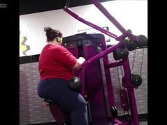 Big booty pawg weight lifting