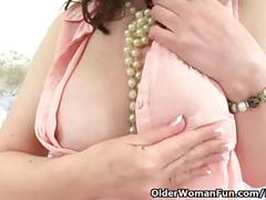 Scottish milf toni lace gives her pussy the attention it craves