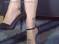 Play peekaboo with her toes