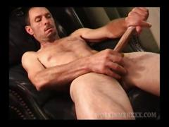 Mature amateur david beating off