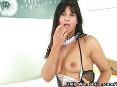 British milf lelani loves that stuffed feeling when she fucks a dildo
