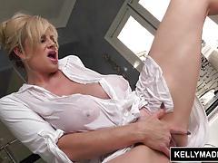Blonde kelly madison masturbating