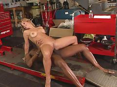 Savanna samson visits her hot mechanic