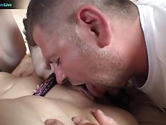 Delicious akasha cullen goes down on dick