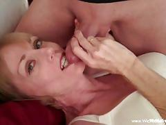 Mature amateur stuffs her mouth with cock