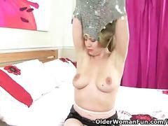 British milf abi toyne rips her pantyhose apart