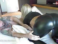 Blonde lara-cumkitten's booty gets slammed