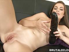 Amateur brunette ennie moans and fucks big black toy
