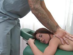 Rahyndee banged on the massage bed by hung masseuse