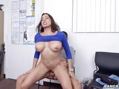 Huge tit latina in porn casting