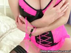 British milf tori baynes plays with her sex toy