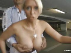 Dumme blonde schlampe im parkhaus gegen geld gefickt