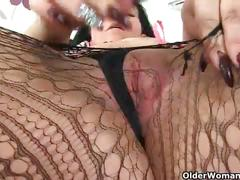 British milf louise bassett's pussy needs a good fingering