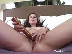 Amateur babe toys her hairy pussy