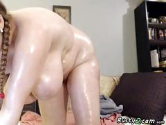 Busty bbw puts oil over her body