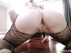 Messy blowjob from a stunning blonde