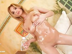 Watch this blonde solo girl lizy masturbating